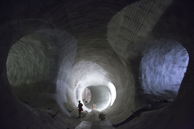 Crossrail platform tunnels at Bond St - skills learned here need to be nurtured for future projects says NIPSEF