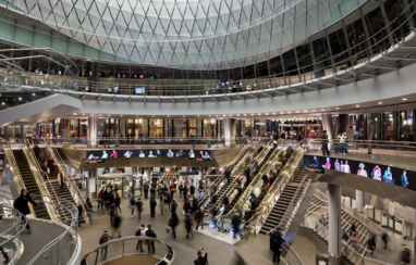 image shows the Fulton Center in New York, the interior of which features the type of mixed use facilities that a new Liverpool station could include.