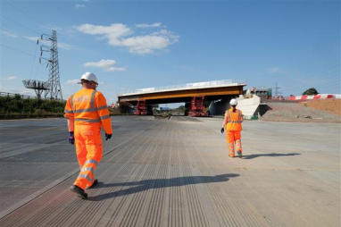 HS2 completes M42 bridge installation ahead of schedule.