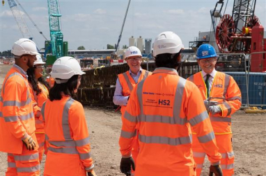 Transport secretary Grant Shapps and HS2 CEO Mark Thurston meet apprentices working on the construction of HS2's Old Oak Common station.