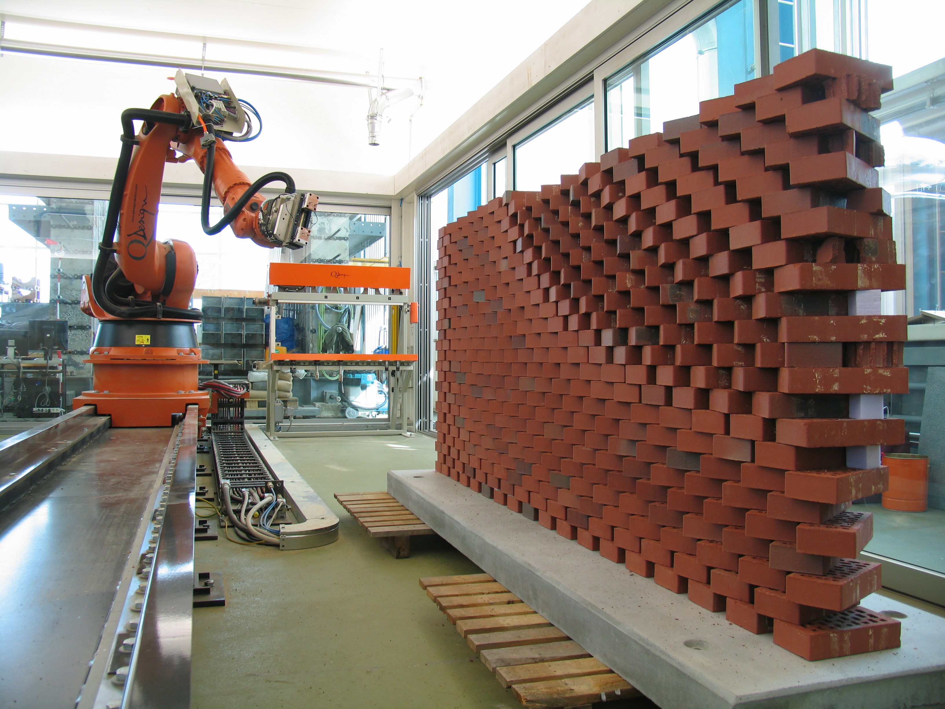 New robots will revolutionise the built environment for Help building a house